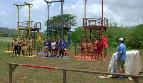 Jeff Probst talks with castaways at Reward Challenge