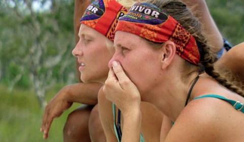 Kimmi and Kelley watch the Survivor challenge