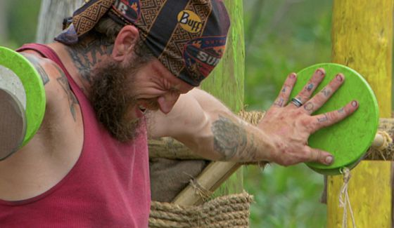 Kyle Jason struggles on Survivor 2016 Kaoh Rong