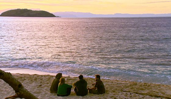 Survivor 2016 castaways on the Fiji beach
