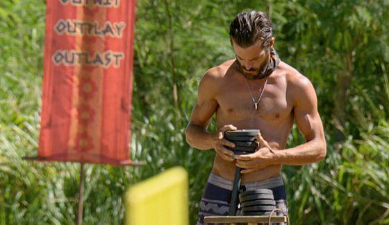 Ken prepares for Immunity Challenge on Survivor 2016